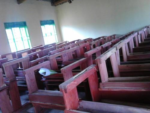 King-Solomon-SchoolNieuwe schoolbanken zijn aangekomen.
