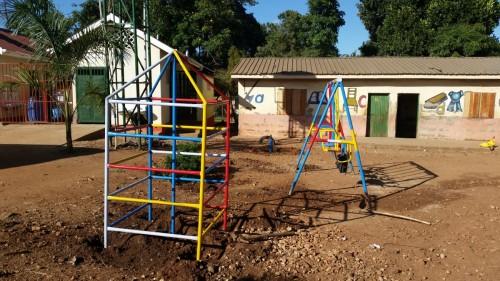 Speeltoestellen-Luzira-School